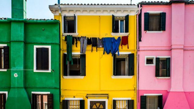 У старій, історичній Венеції - менше 60 000 жителів, але щороку сюди приїжджає до 30 мільйонів туристів. По крайней мере, так було до пандемії